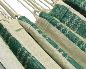 sierrand. Fris groene kleuren gecombineerd met de natuurlijke kleur van katoen. Ambachtelijk en verantwoord gemaakt in Brazilië. Lange levensduur