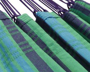 ambachtelijk en verantwoord gemaakt in Brazilië. De hangstoel wordt geleverd met houten ophangstok. Beste hangstoel stof ter wereld